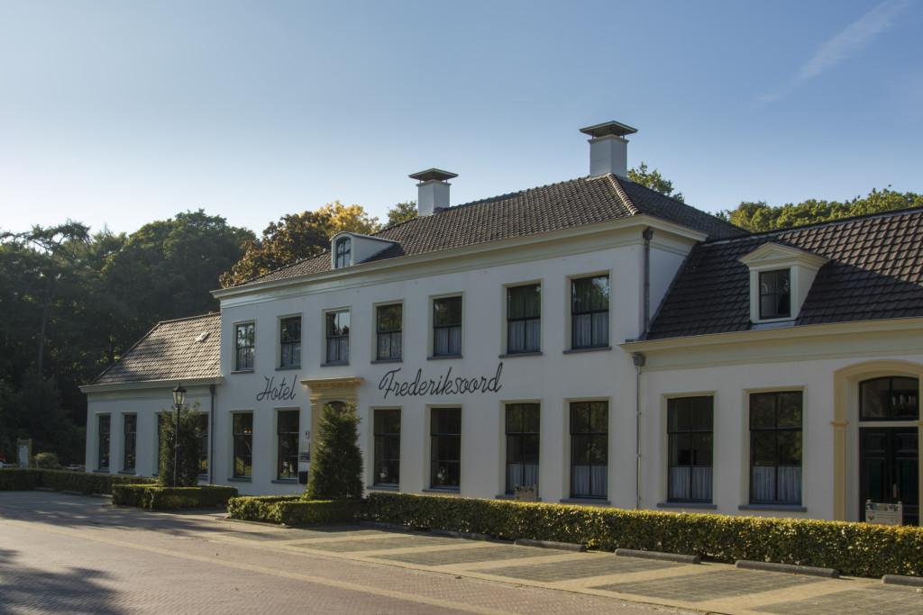 het Hotel van rechts 1